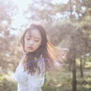 温柔女生失落心情头像:爱你是最大的错误